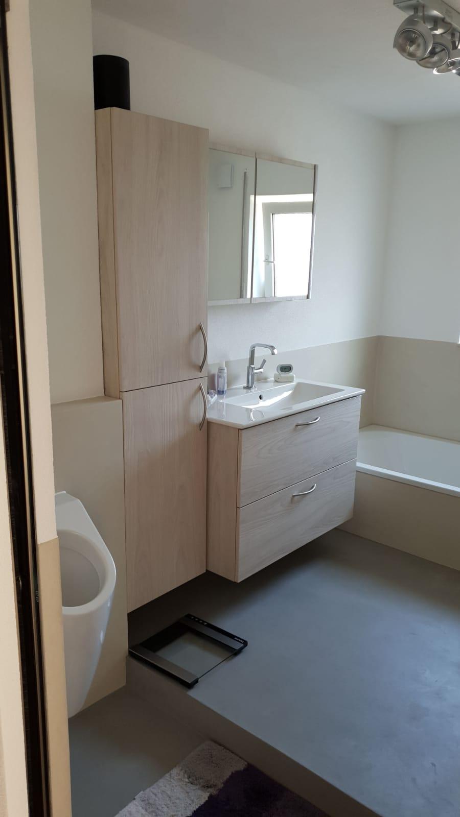 Umbau zu einem fugelosen Badezimmer – Stuckateur Hofele